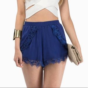 Tobi Draw The Curtains Blue Lace Floral Shorts